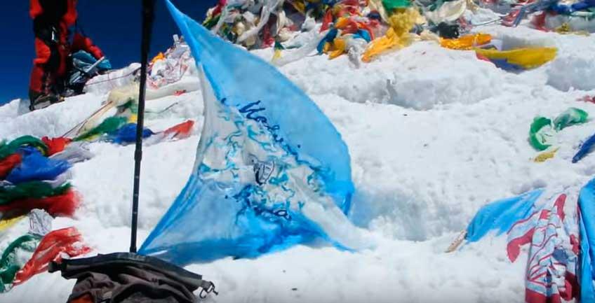 baClavar bandera en el Everest