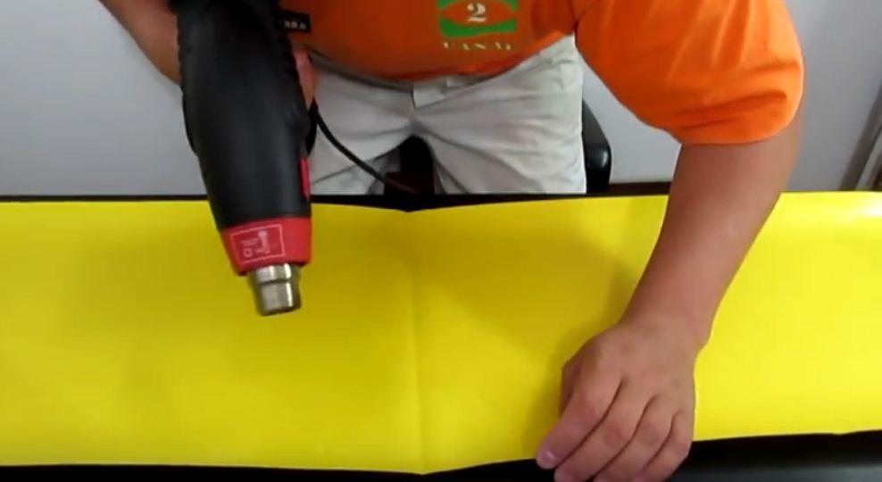 Cómo reparar una mochila de PVC para barranquismo