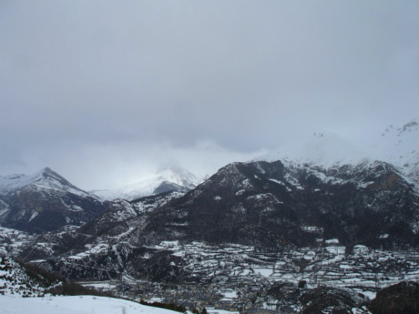 Esquí de travesía en Panticosa, cielo nublado en la divisoria