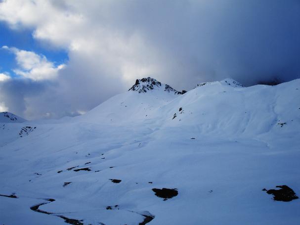Vista invernal del Peyreget desde el parking del Anneou