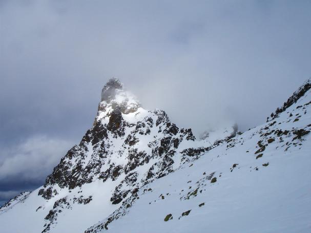 Las nubes dan una tregua al Petit Pic du Midi que nos regala esta bonita estampa
